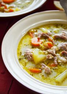talerz zupy ogórkowej